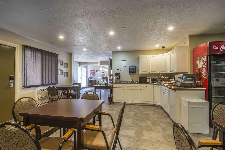 Restaurant - Econo Lodge Inn & Suites High Level