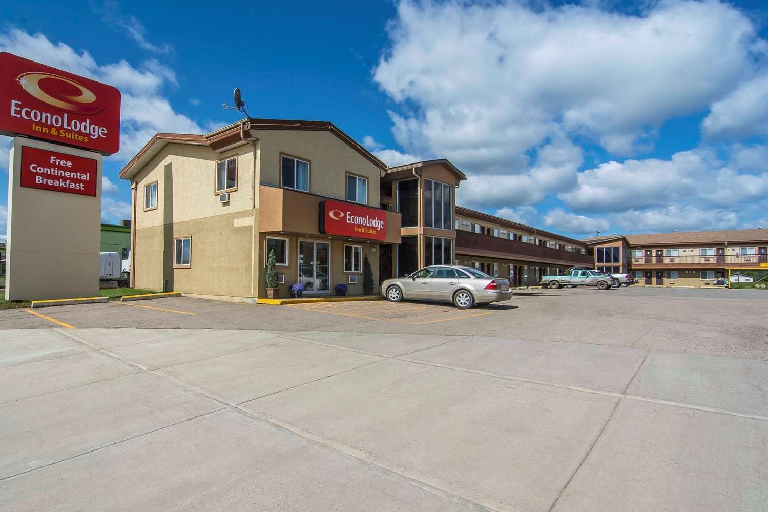 Exterior view - Econo Lodge Inn & Suites High Level