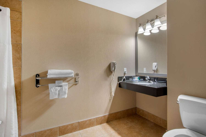 Room - Comfort Inn & Suites Virden