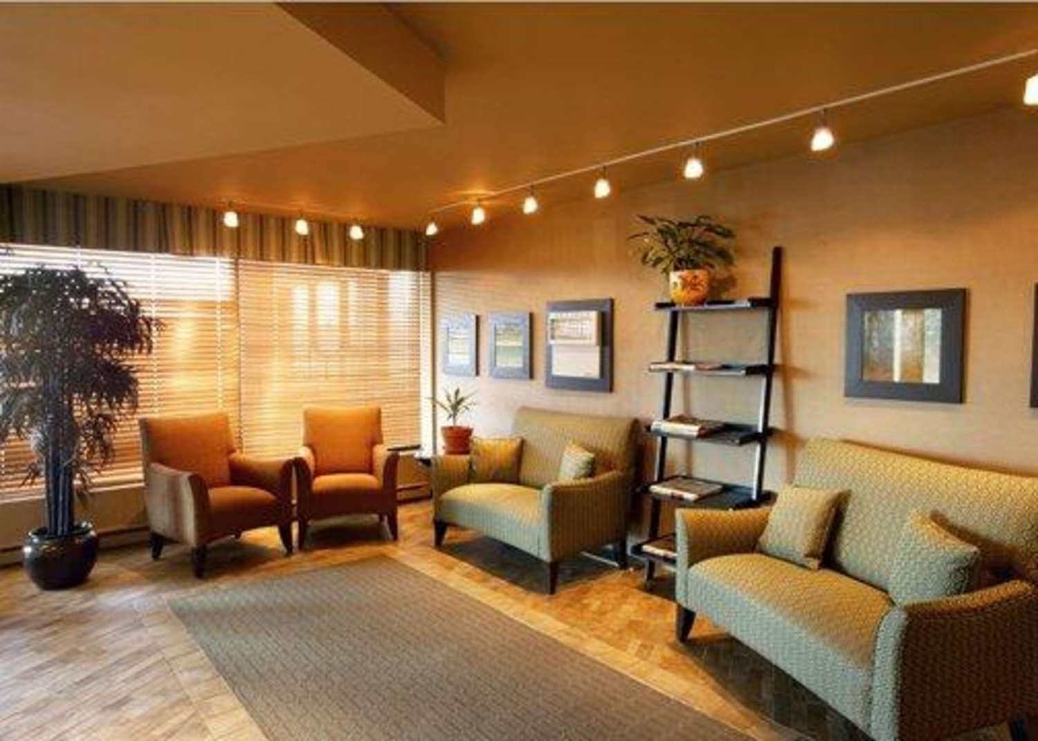 Lobby - Quality Inn & Suites Montreal Airport Dorval