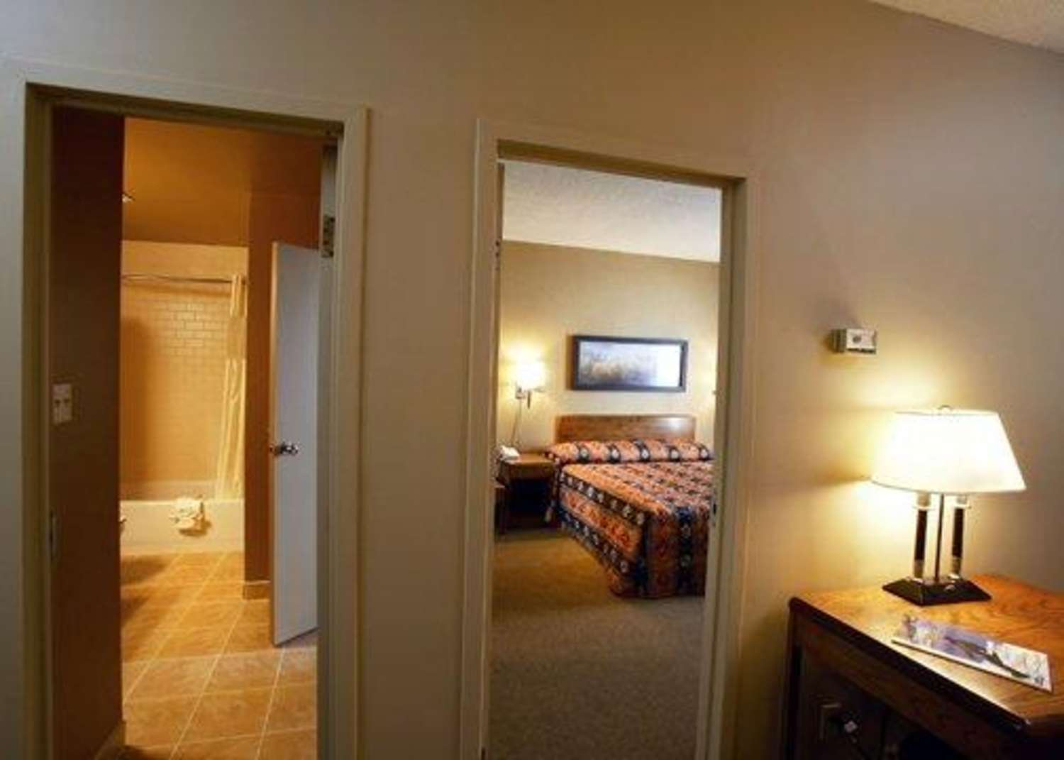 Suite - Quality Inn & Suites Montreal Airport Dorval