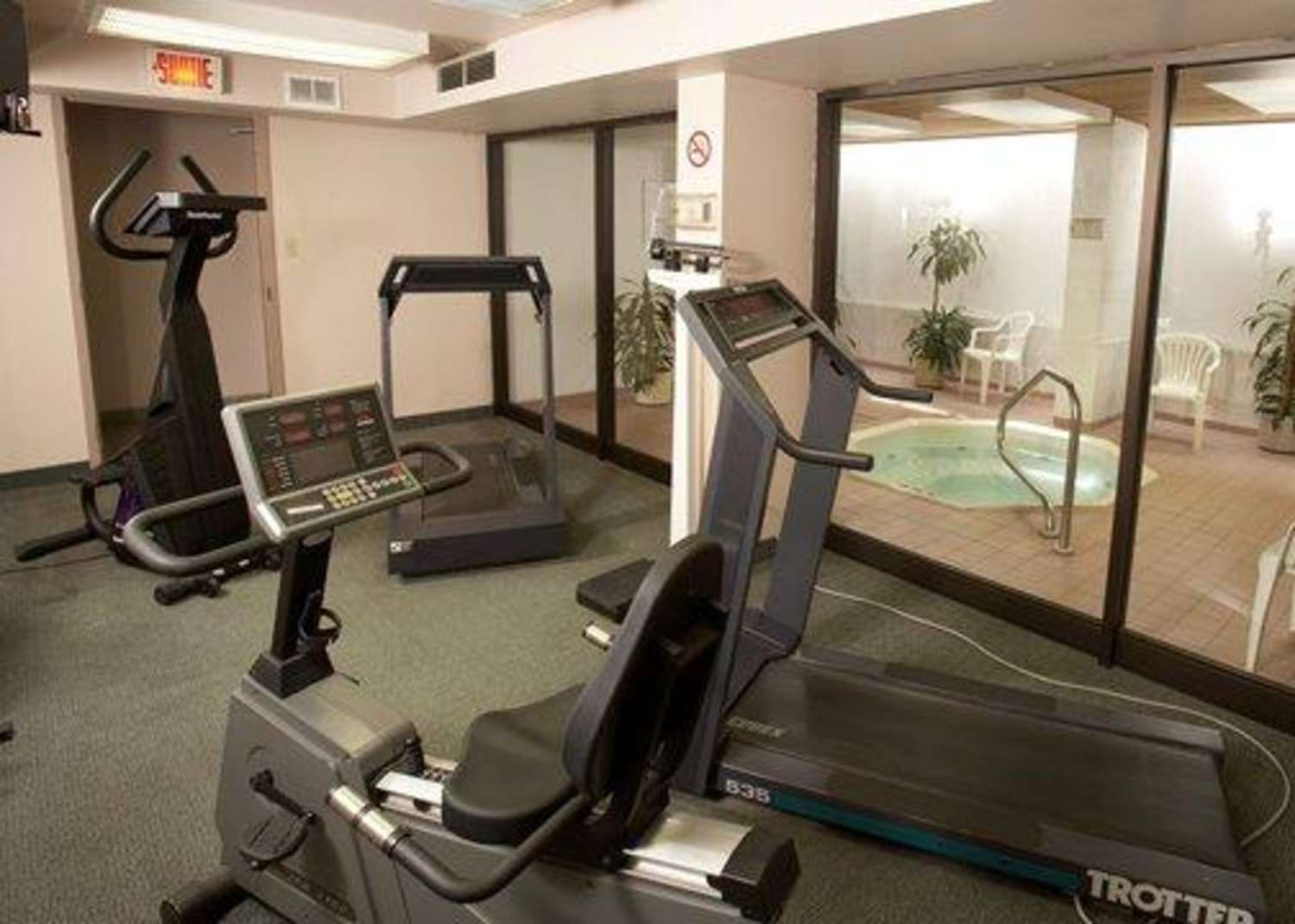 Fitness/ Exercise Room - Quality Inn & Suites Montreal Airport Dorval