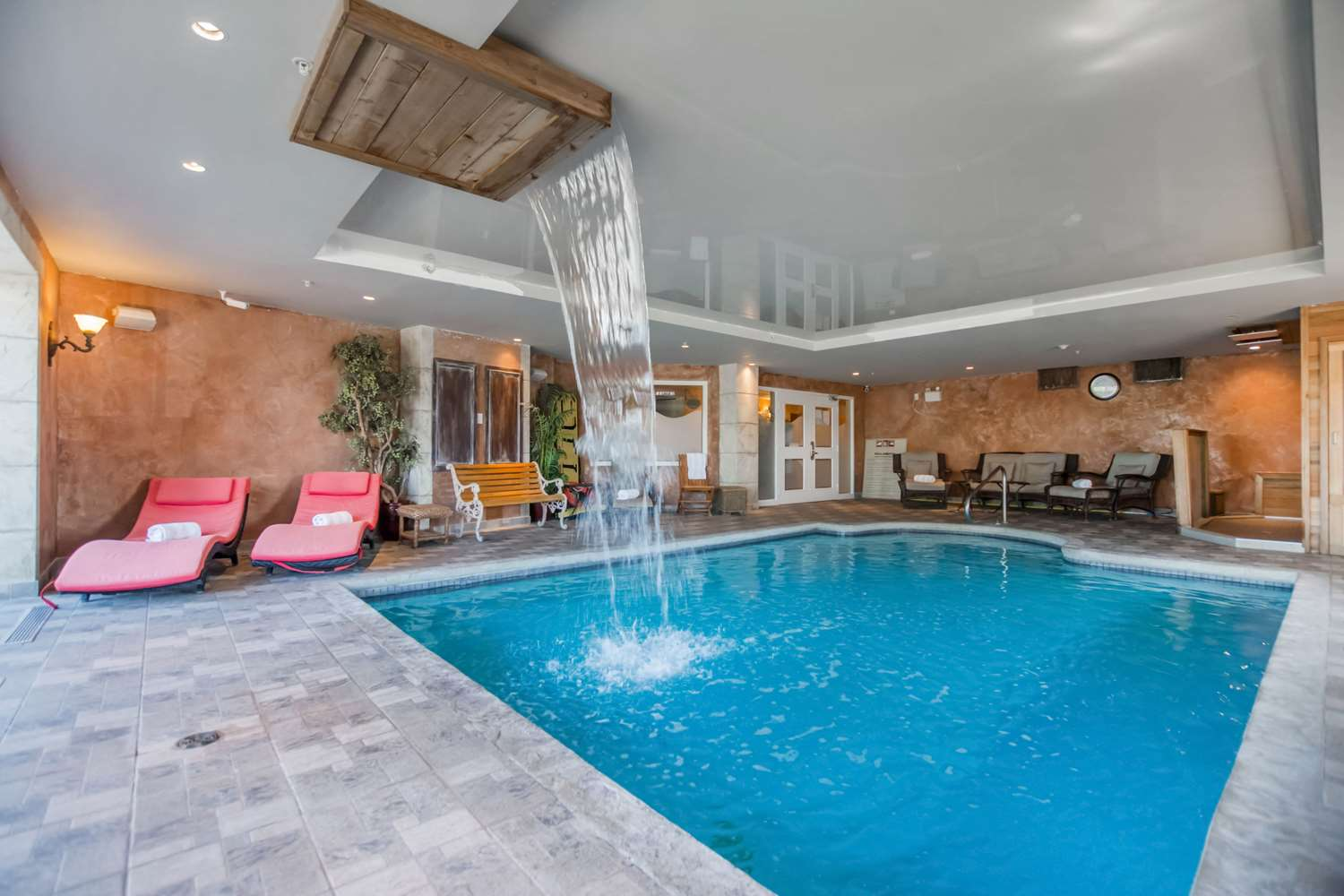 Pool - St Christophe Hotel & Spa Granby