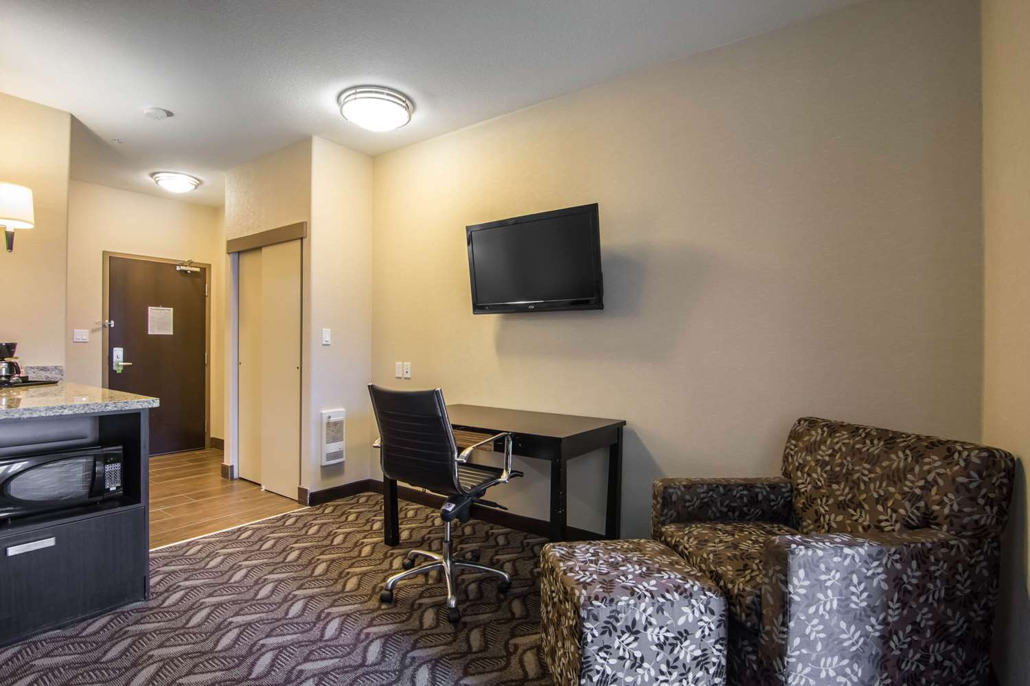 Room - Comfort Inn & Suites Fort Saskatchewan