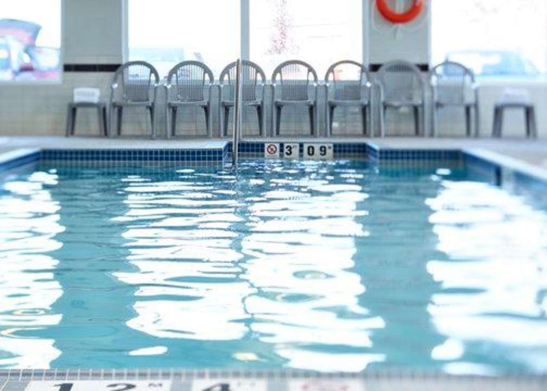 Pool - Sleep Inn Emerald Park