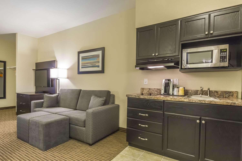 Room - Quality Inn & Suites Moose Jaw