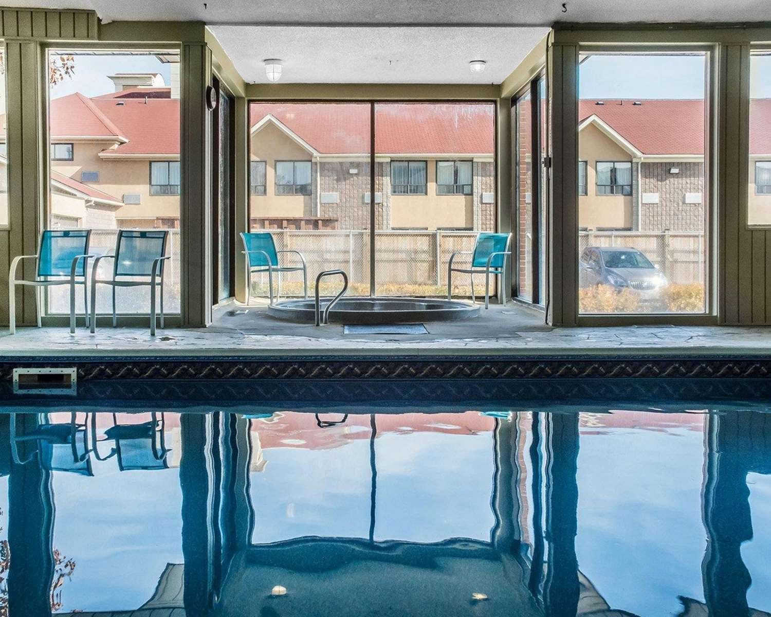 Pool - Quality Inn Barrie