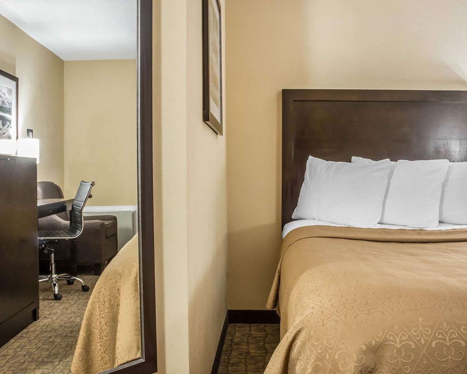 Room - Quality Inn Barrie