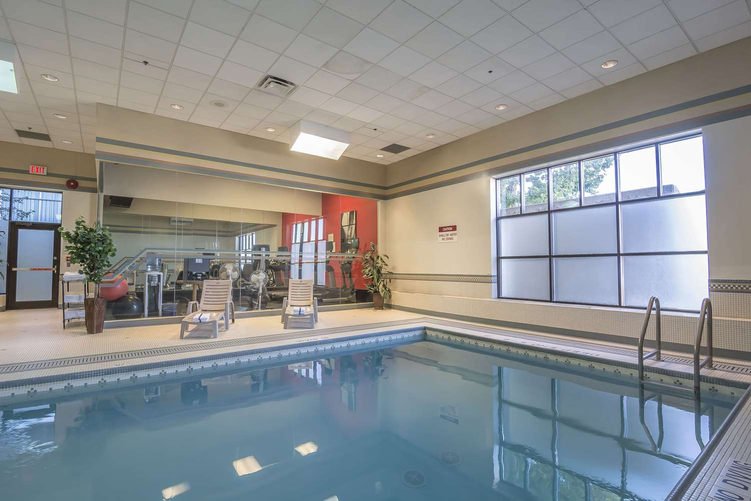 Pool - Clarion Hotel & Conference Center Calgary