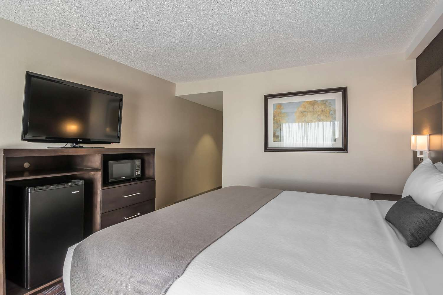 Room - Clarion Hotel & Conference Center Calgary