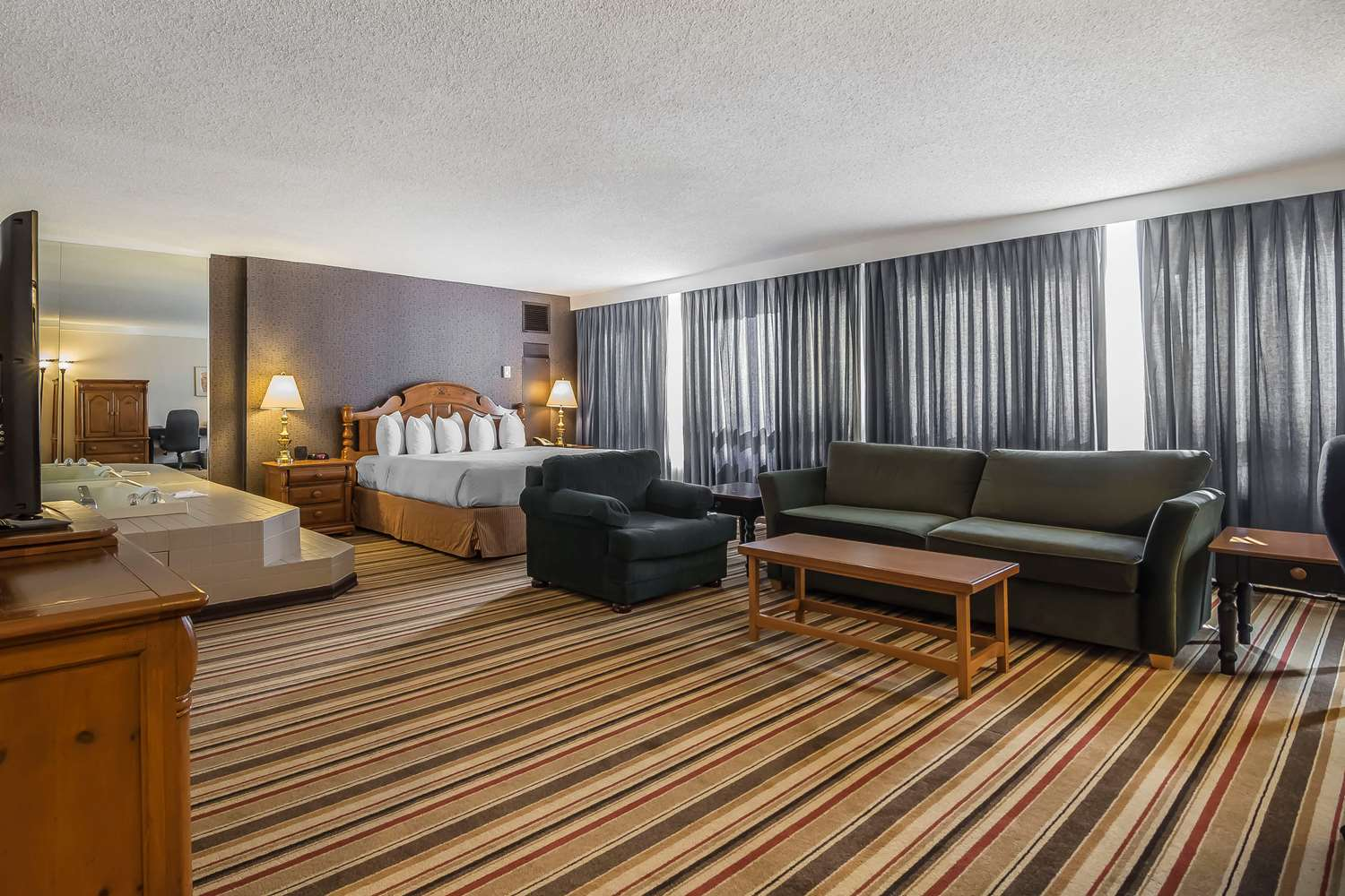 Suite - Clarion Hotel & Conference Center Calgary