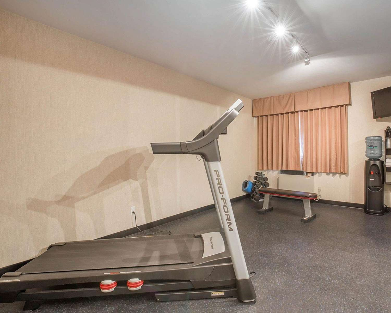 Fitness/ Exercise Room - Econo Lodge Taber