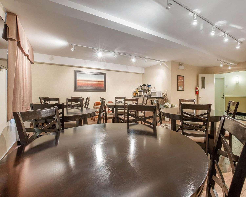 Restaurant - Econo Lodge Taber