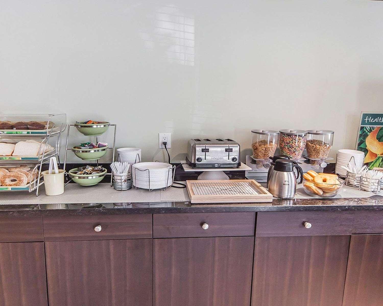 Restaurant - Quality Inn & Suites Hinton