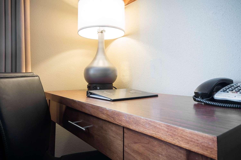 Room - Comfort Inn & Suites Langley