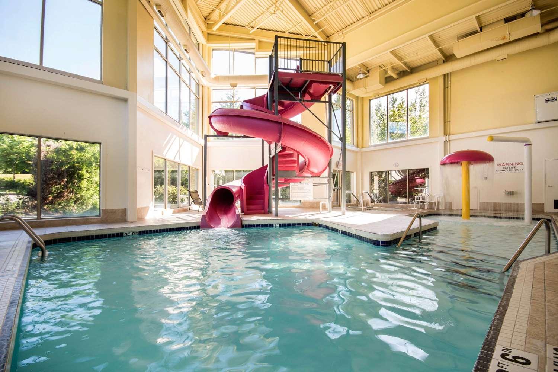 Pool - Comfort Inn & Suites Langley