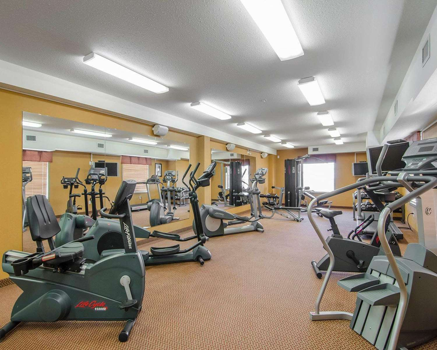 Fitness/ Exercise Room - Quality Inn & Suites Grande Prairie