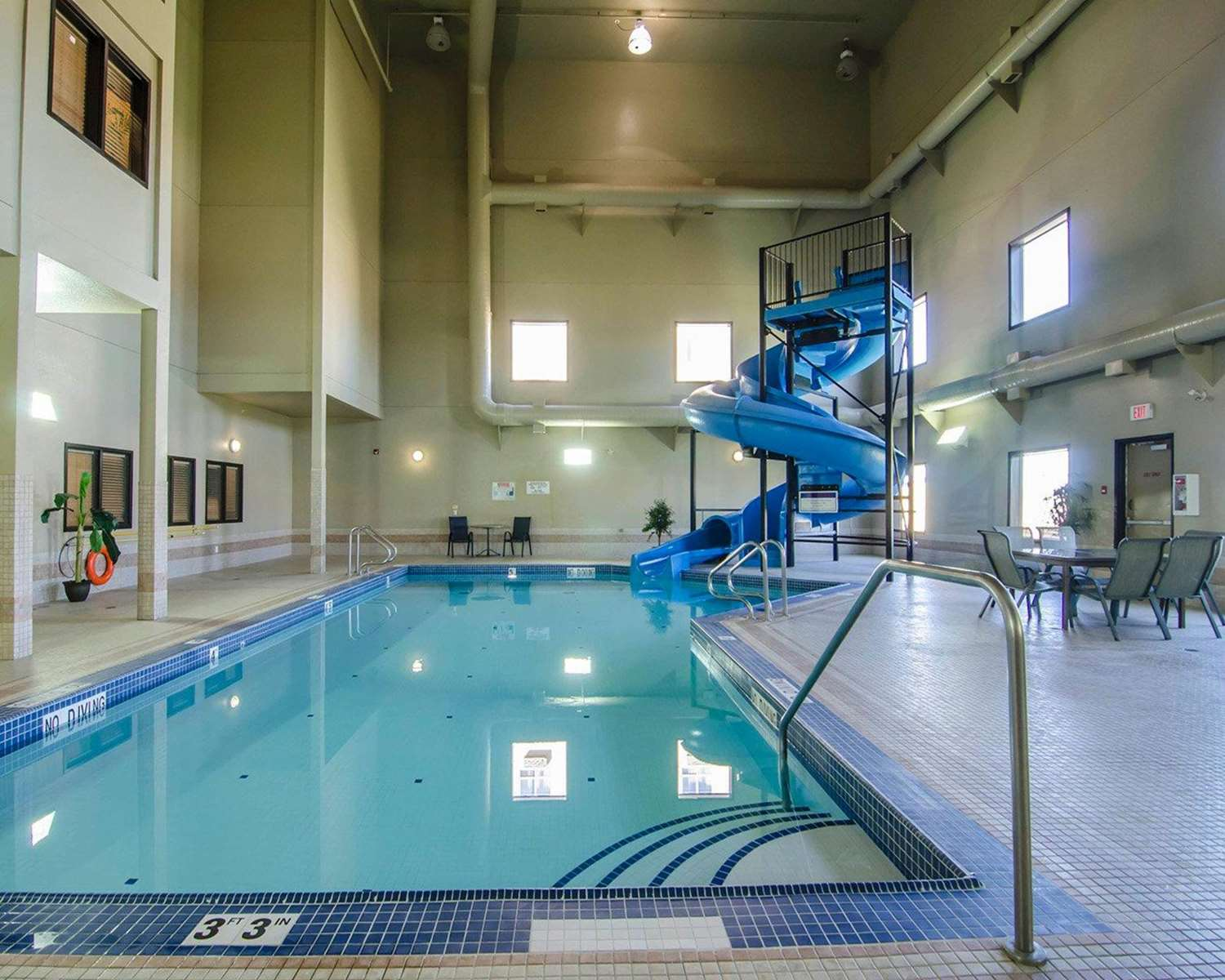 Pool - Quality Inn & Suites Grande Prairie