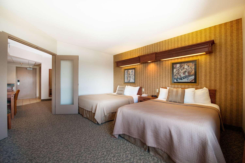 Room - Clarion Hotel & Suites Brandon