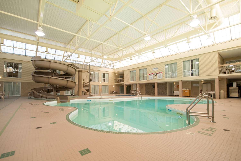 Pool - Clarion Hotel & Suites Brandon