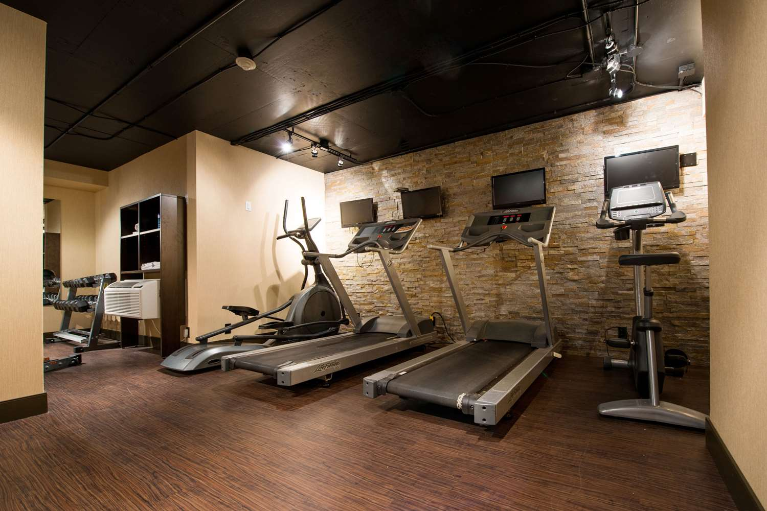 Fitness/ Exercise Room - Clarion Hotel & Suites Brandon