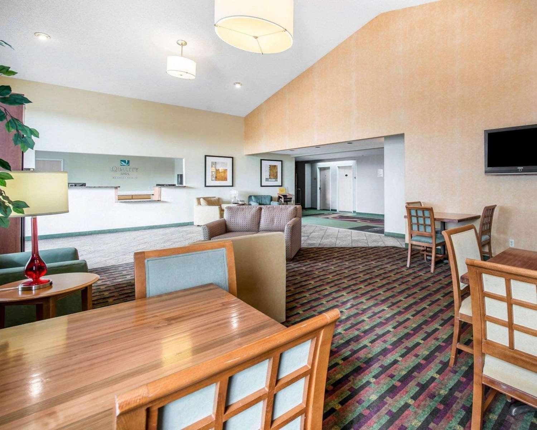 Lobby - Quality Inn Airport Colorado Springs