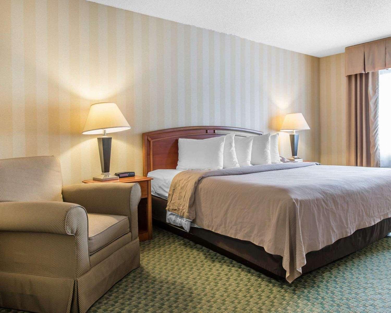 Room - Quality Inn Airport Colorado Springs