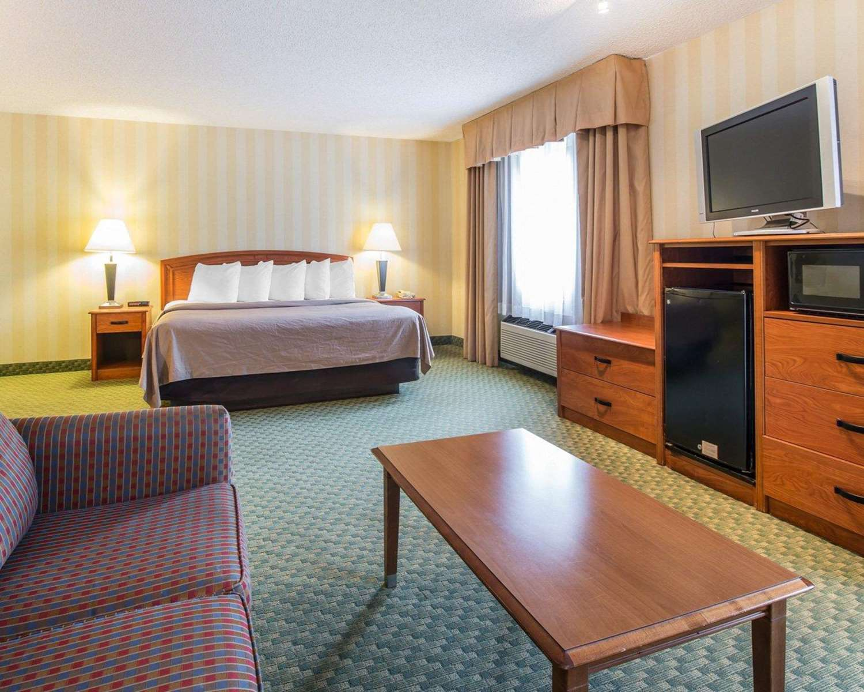 Suite - Quality Inn Airport Colorado Springs
