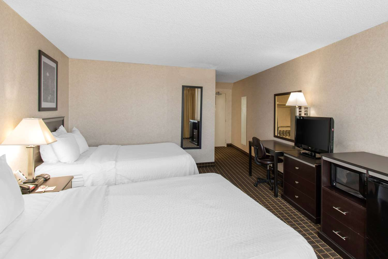 Room - Clarion Hotel Central Denver