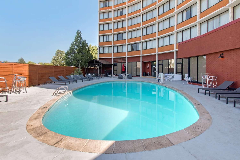Pool - Clarion Hotel Central Denver