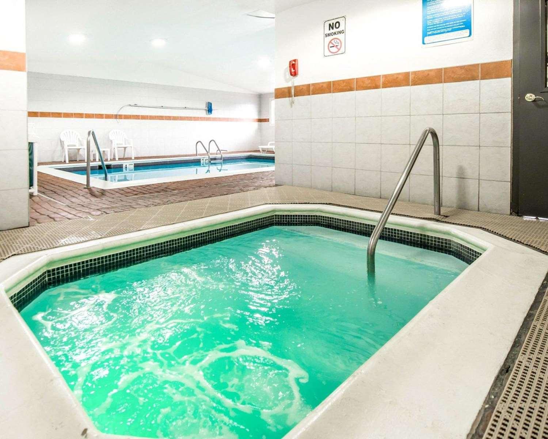 Pool - Econo Lodge Canon City