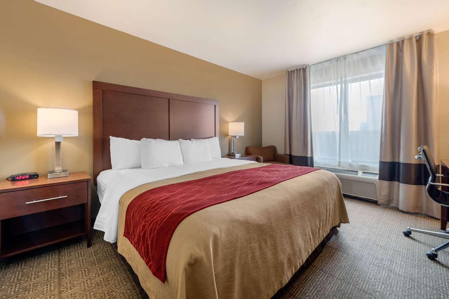 Room - Comfort Inn Limon
