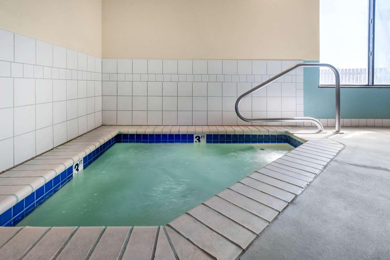 Pool - Comfort Inn Limon