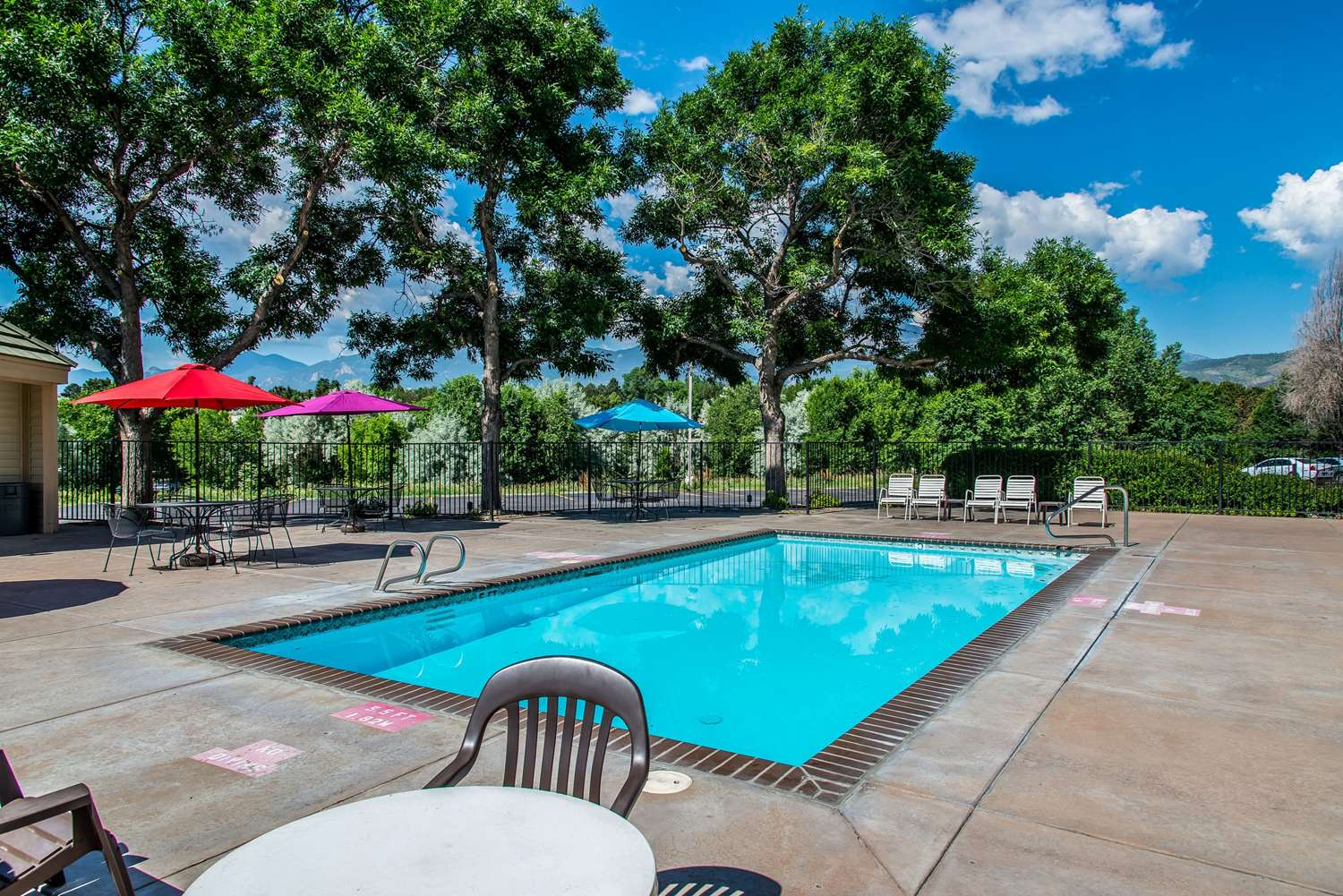 Pool - Quality Inn & Suites Garden of Gods Colorado Springs
