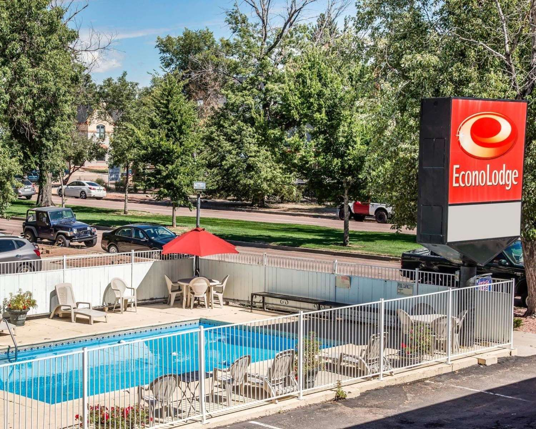 Pool - Econo Lodge Downtown Colorado Springs