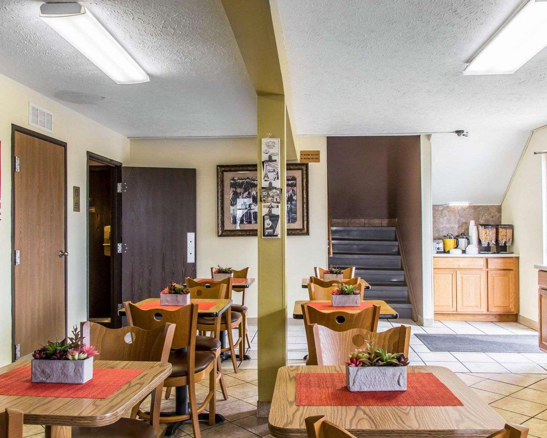 Restaurant - Econo Lodge Limon