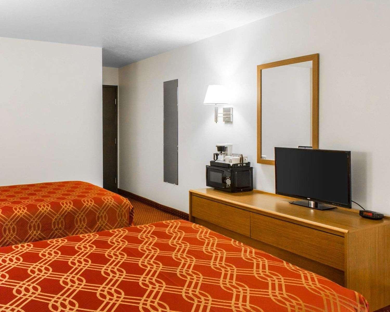 Room - Econo Lodge Limon