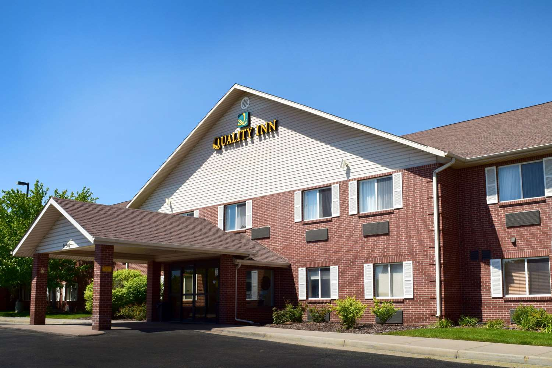 Exterior view - Quality Inn Louisville