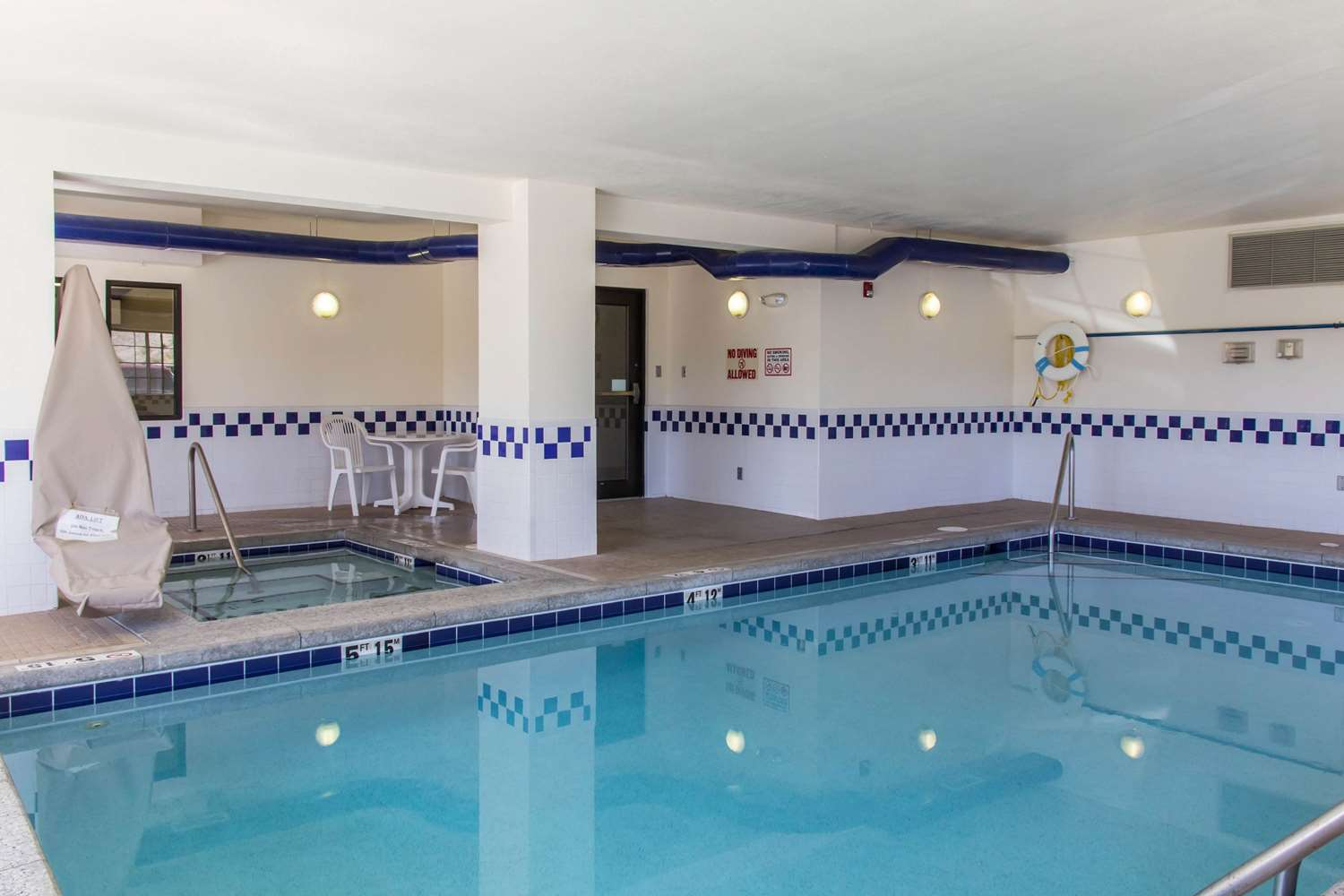 Pool - Comfort Inn Eagle