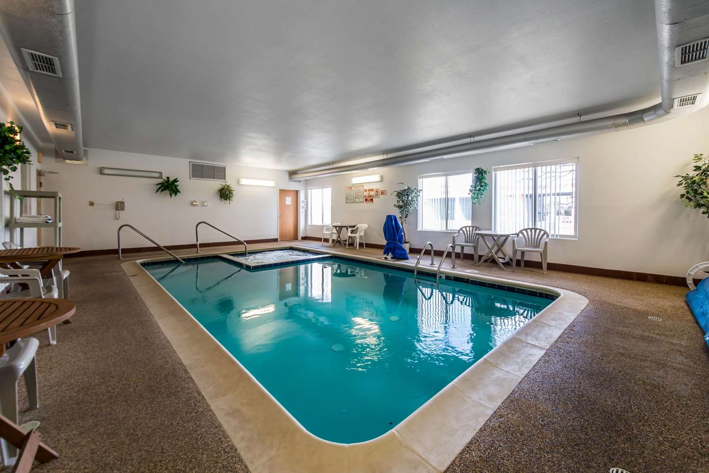 Pool - Econo Lodge Colorado Springs Airport