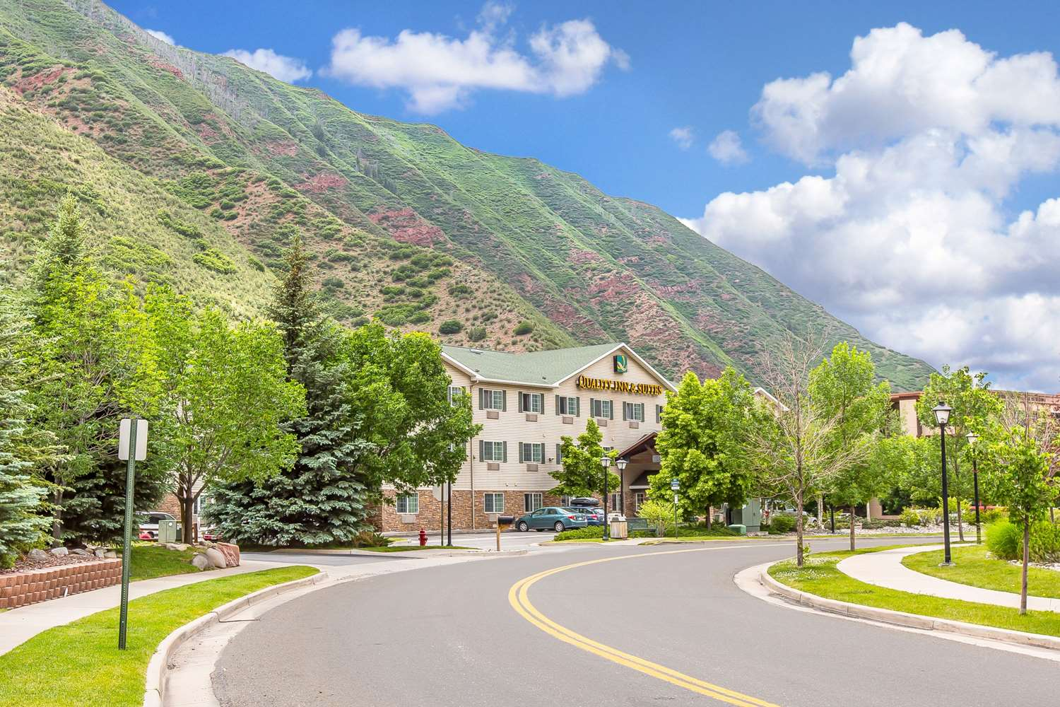 Exterior view - Quality Inn & Suites Glenwood Springs