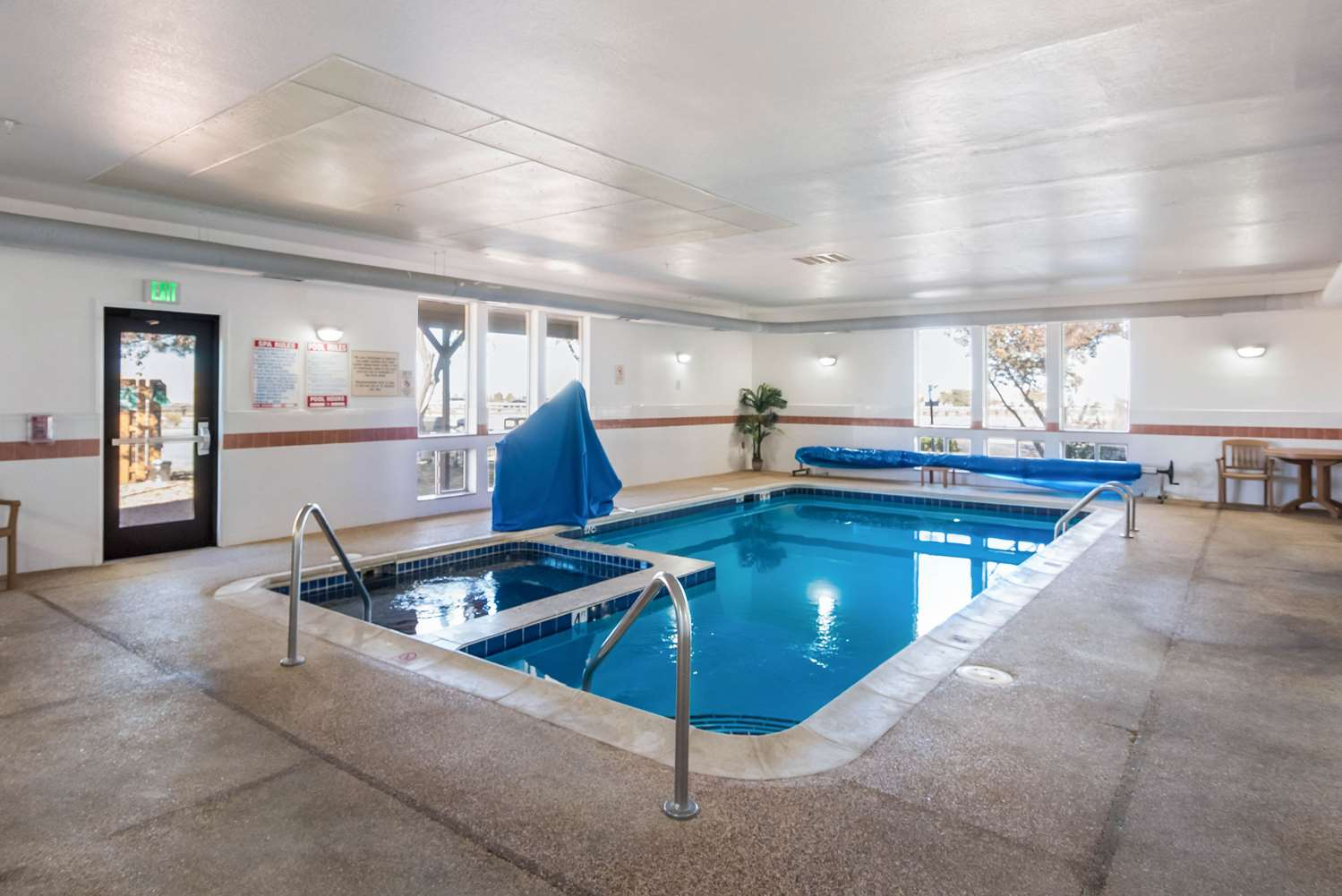 Pool - Quality Inn & Suites Pueblo West
