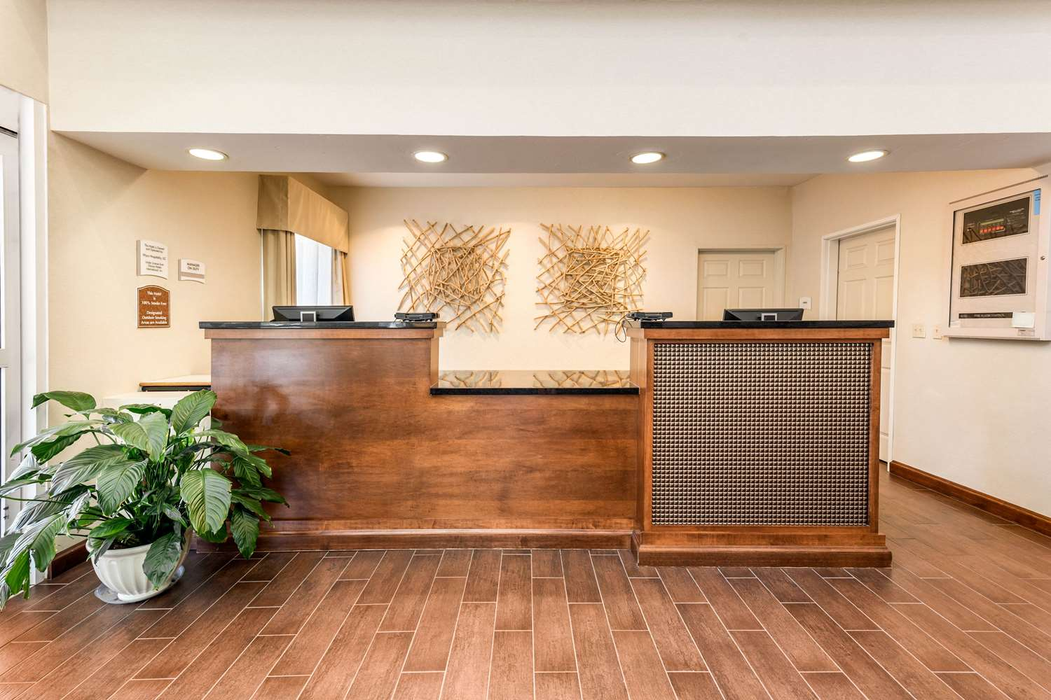 Lobby - Quality Inn & Suites Fort Collins