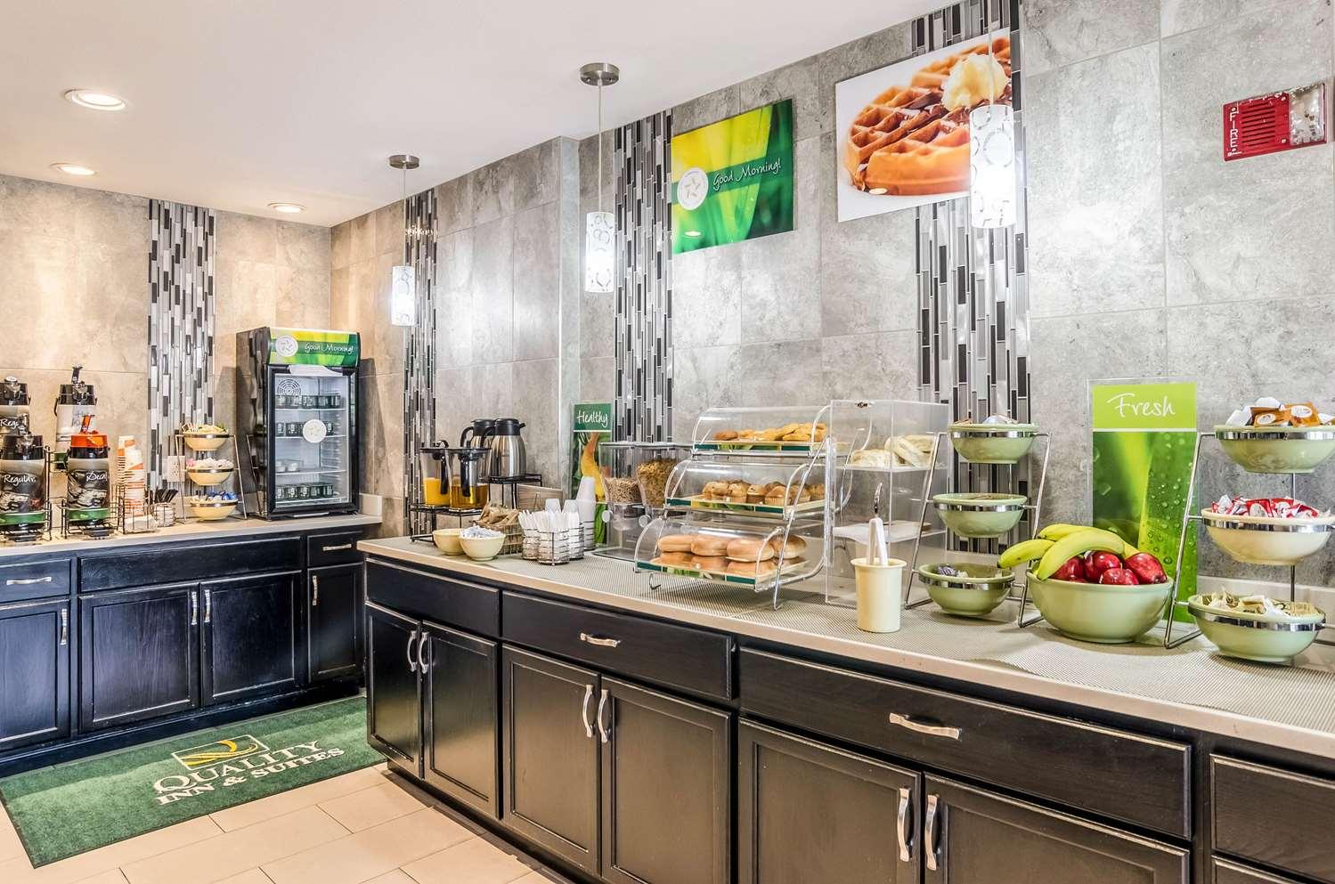 Restaurant - Quality Inn & Suites Apex Center Westminster