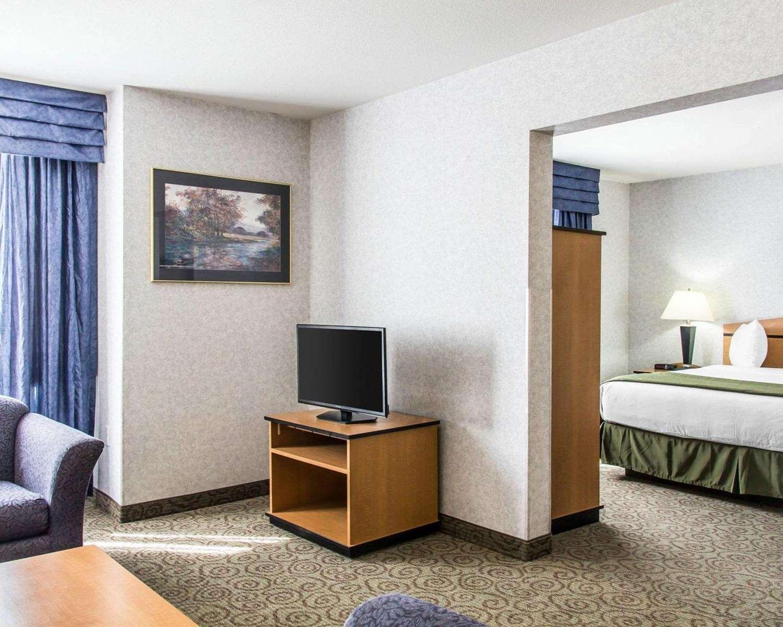 Suite - Quality Inn & Suites Denver Airport Aurora