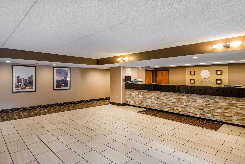 Lobby - Comfort Inn & Suites Denver