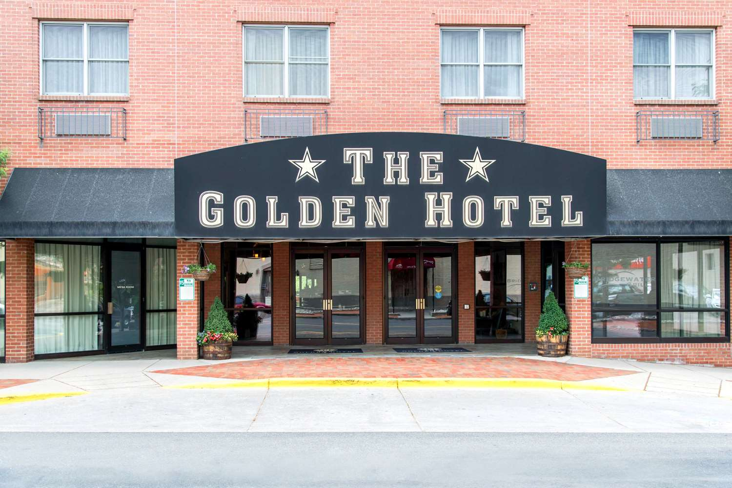 Exterior view - Golden Hotel