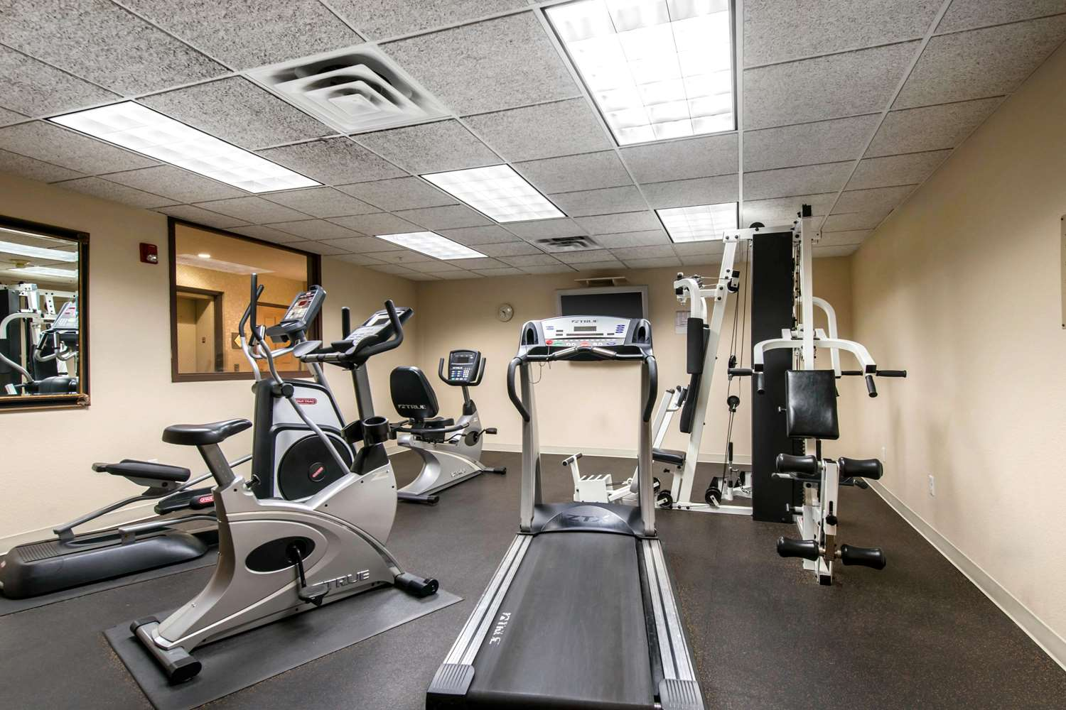 Fitness/ Exercise Room - Golden Hotel