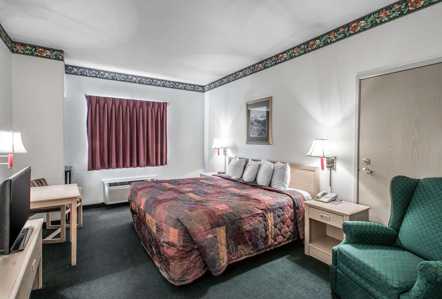 Room - Rodeway Inn Loveland