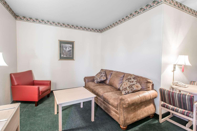 Suite - Rodeway Inn Loveland